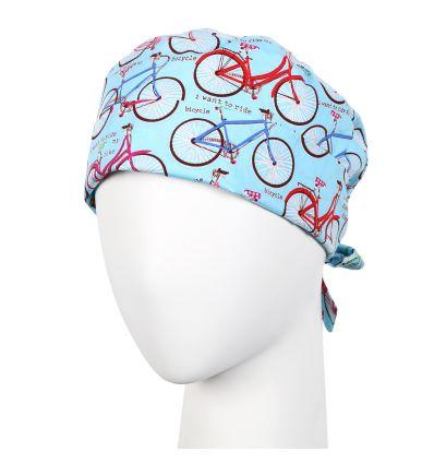 Czepek wywijany rowery na niebieskim tle